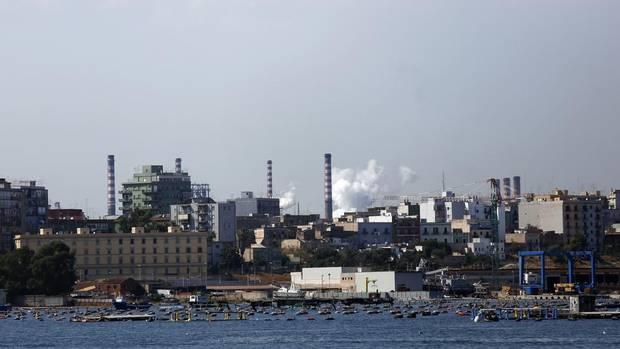 Italian Steel Workers Protest Potential 5000 JobsCut